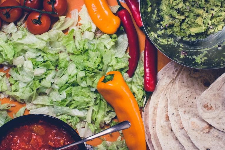 foodiesfeed.com_preparing-burritos